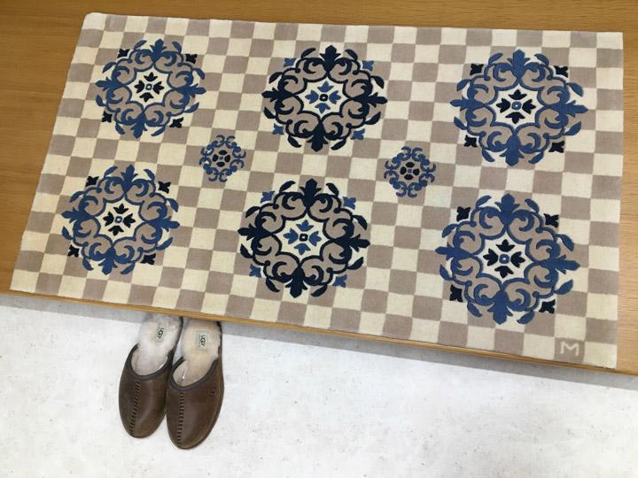 【中国段通 ウール 玄関マット】「あい」絨毯(じゅうたん)・カーペット・ラグ・毛(ウール)100%・約69×123cm・150段 ・ブルー・ネイビー