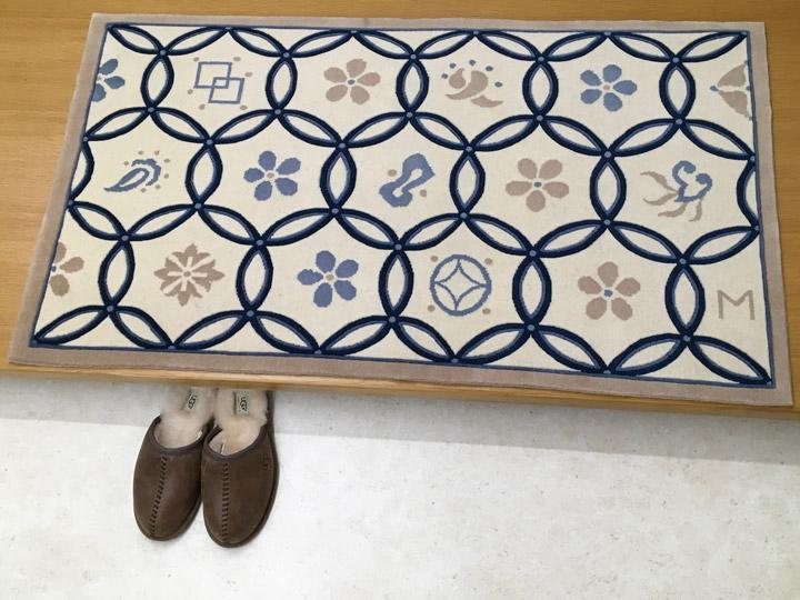 【中国段通 ウール 玄関マット】「七宝」絨毯(じゅうたん)・カーペット・ラグ・毛(ウール)100%・約69×121cm・150段・アイボリー・ブルー