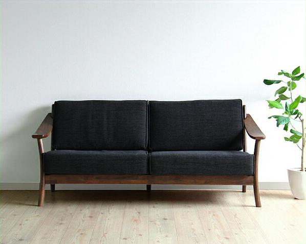 ウォールナットの質感が贅沢なソファ(3人掛け)
