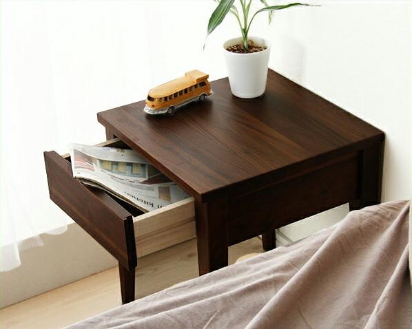 無垢材を活かした北欧風ナイトテーブル(ウォールナット)