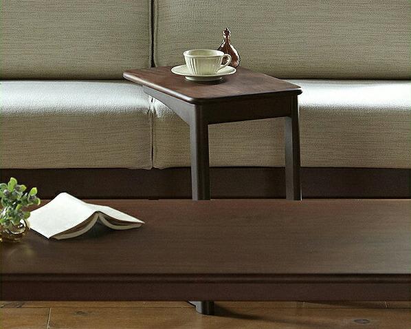 ウォールナットの質感が贅沢なサイドテーブル