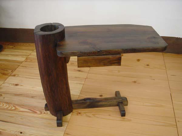 古材でつくった変わった収納付テーブル