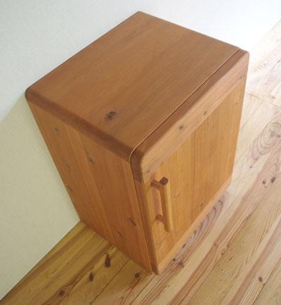 【家具製造販売】家具ストアーオリジナル!杉無垢材でつくった冷蔵庫のような収納庫
