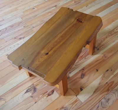 【家具製造販売】 古材でつくった地松のおもしろい形のローテーブル(幅880mm)
