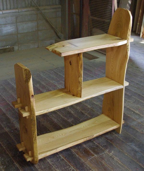 【手造り工房楽】 栗無垢材でつくった飾り棚