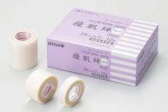 角質剥離の少ないゲル粘着剤を用いることにより 固定力をそこなうことなく はがすときの痛みや肌への負担を抑えた低刺激性のサージカルテープです 全品送料無料 優肌絆アルファ 激安挑戦中 ゆうきばん サージカルテープ 目立ちにくい 粘着テープ 医療用テープ 角質保護テープ 皮膚保護テープ まつエク 不織布テープ テープ ホワイト 人工透析 剥離防止テープ まつ毛エクステ 医療衛生テープ