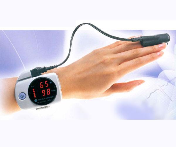 【新品・正規品】【送料無料・代引手数料無料】PULSOX-300 パルソックス-300 酸素飽和度モニタ 腕時計型パルスオキシメーター 本体 コニカミノルタ【サチュレーションモニター・SPO2・酸素飽和度・動脈血中酸素飽和度・SAO2・安い・激安】