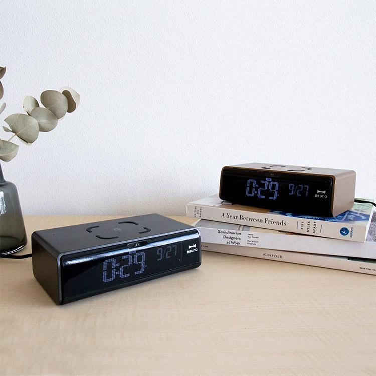 ブルーノ LCDクロック with ワイヤレス充電【目覚まし時計 置き時計 時計 おしゃれ 置時計 デジタル アラーム アラーム時計 プレゼント 充電 テレワーク 在宅】