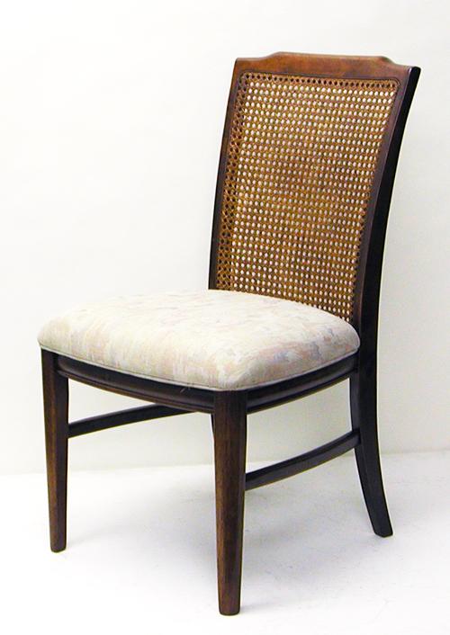 【送料込み】籐の背もたれのダイニングチェア。キッチリ編まれた籐、底付きしない座面。