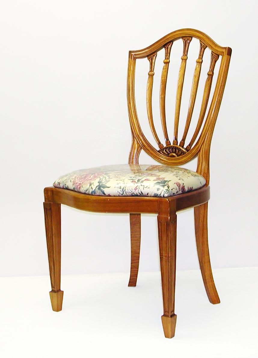 【送料無料】チーク材100%の椅子。ヘップルホワイト様式。2脚以上で10%OFF。
