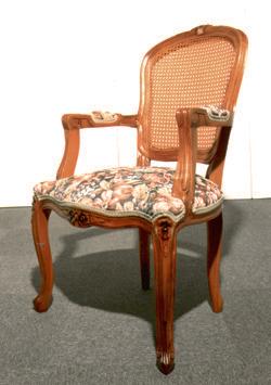 【送料無料】チーク材100%の猫脚のルイ様式アームチェア。座面が広く、ゆったり腰かけられます。