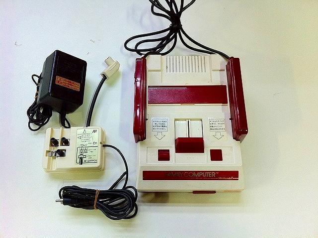 【送料無料】【中古】FC 初代ファミコン ファミリーコンピュータ 本体 四角ボタン レア