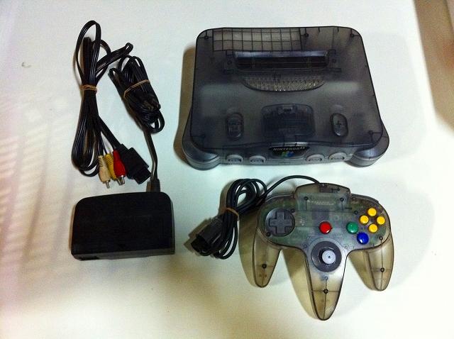 【送料無料】【中古】N64 任天堂64 NINTENDO64 本体 クリアブラック (コントローラー、ケーブル付き)