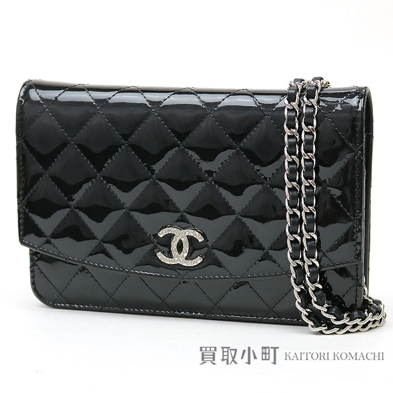 94ed4e56b89cd3 Take Chanel brilliant chain wallet black patent leather silver metal  fittings chain shoulder bag pochette clutch ...