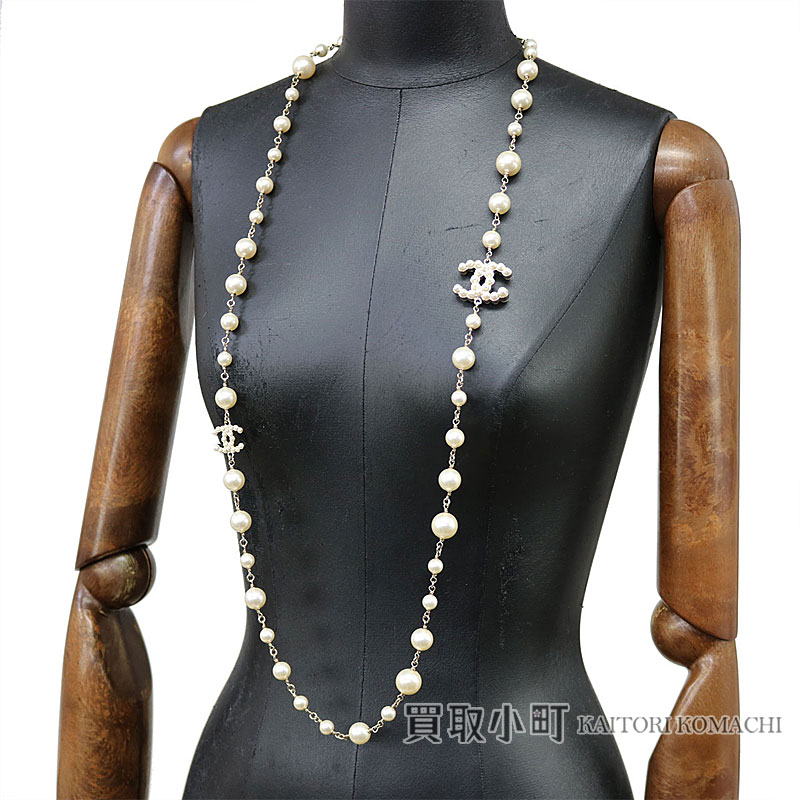 2d6f8d5e6c Chanel here mark costume pearl long necklace costume jewelry CC logo  accessories A63135 B14V CC Logo Costume Pearl Long Necklace