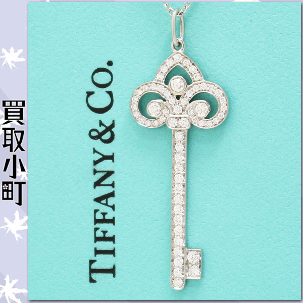 Kaitorikomachi rakuten global market crest pt950 grp02520 573050 which garnished a key to white lily pendant with a crest as a motif with a diamond luxuriously is available aloadofball Images