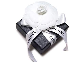 香奈儿耳环香奈儿可可 CC 珍珠长长的金色 A85160 与纸袋
