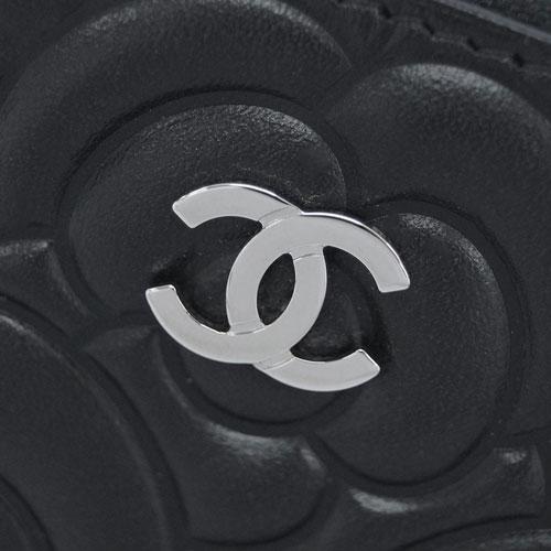 シャネル コインケース A82551 B00077 94305 CHANEL ラウンドファスナー CC ココ カメリア 型押し ブラック シルバー金具