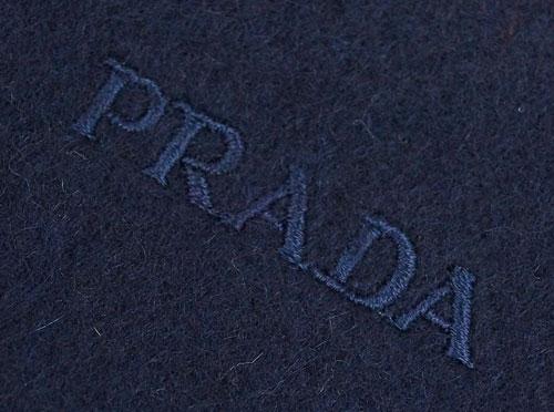 a5979cf61d76 ... プラダマフラーカシミア/ウール無地BLEUネイビーロゴ刺繍USC128アウトレット