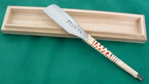 桐箱入り 日本剃刀(かみそり)春吉作 別誂正鋼最良床向御剃刀
