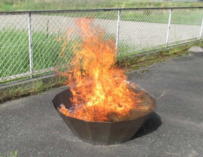 竹 剪定枝を有効活用 フジ セール開催中最短即日発送 炭化器 高温炭化で竹炭がすぐできる 竹炭は土壌改良材として活用できます 一部地域を除く 送料無料 店 ステンレス製
