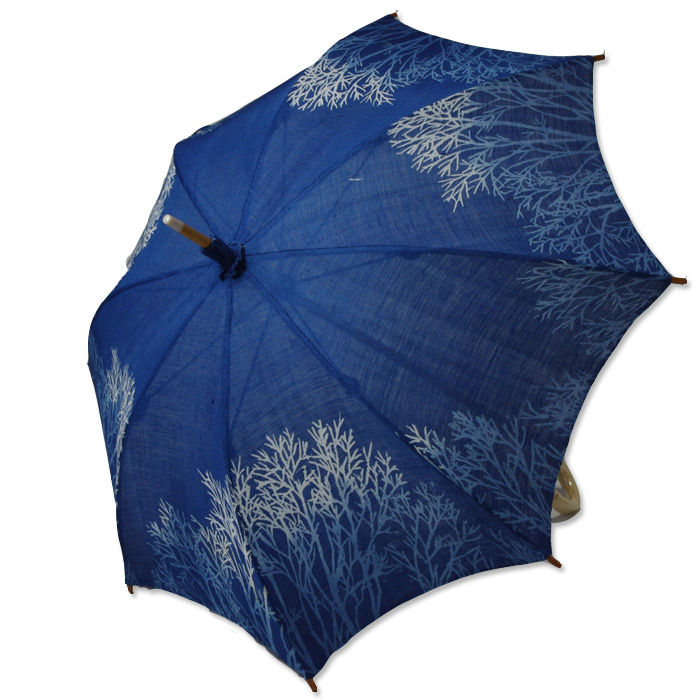 麻のひがさ 藍染め並木