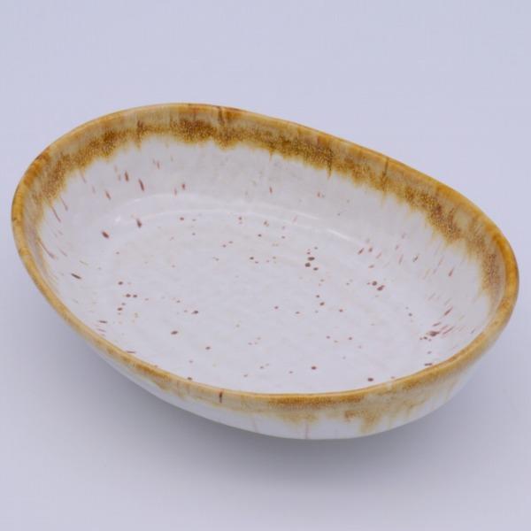 海外並行輸入正規品 在庫限り いつも使うカップだからありきたりな物じゃ満足できない方におすすめ 大量生産の商品にはない個性とあたたかさのあるうつわはいかがでしょう 美濃焼 中鉢 約20.5x15.6x5.2cm 国内正規総代理店アイテム 乳だくはんてん楕円鉢