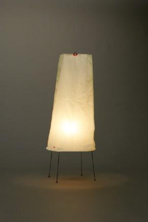 【新入荷】【正規販売店】【送料無料】AKARI スタンド 2P 直径30cm 高さ75cm 電球付 コード付 和紙 鉄 照明 提灯 日本製 北欧 ハンドクラフト デザイン デザイナーズ家具 イサムノグチ 暖かい光 優しい影