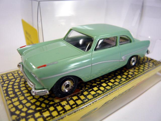 Bauer # 4321 - Ford 17MP2 Sedan - Mint Green HOスロットカー