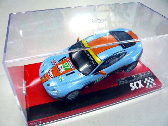 SCX Aston Martin Vantage Gulf V8 GT2 1 / 32 slot car ScaleX-trick 02P10Jan15