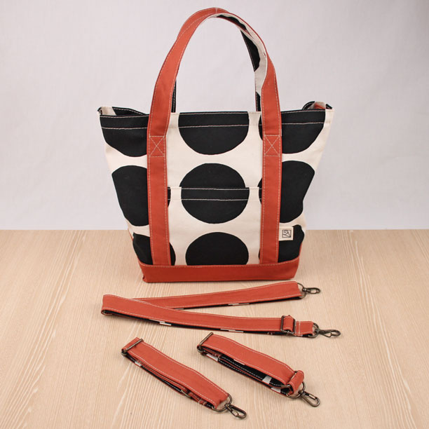 ドット柄帆布のトートバッグ(フタ+肩紐+車椅子ベルト付)Sサイズ レンガ Made in Japan