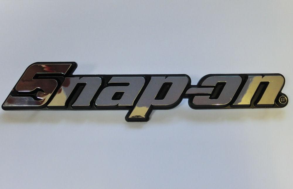 キングオブツール 市販 スナップオンのレア物から最新アイテムまで Snap-on スナップオン ネームプレート エンブレム USA純正 ハイクオリティ 銀色 KN300ASV 中サイズ 並行輸入品
