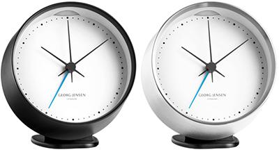北欧デンマークならではのこのデザインライト&スヌーズ機能付き目覚まし時計シンプルな長針&短針&秒針にもコダワリあり!ターコイズブルーのアラーム指針デスククロック 置き時計ブラック×ホワイト、シルバー×ホワイト