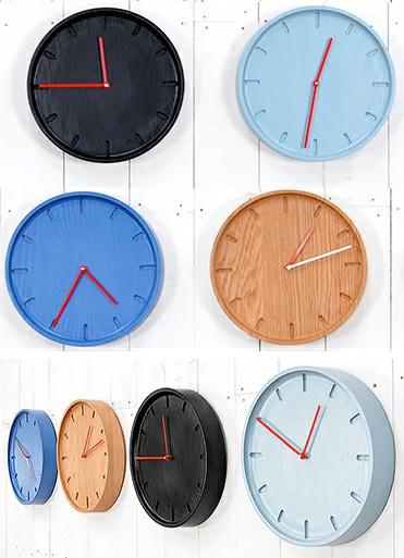 丸型の落ち着いた穏やかさを感じる掛け時計レッド指針 オーク 楢(ナラ)素材ブルー ブラック ライトブルー ライトブラウン天然素材 丸型掛け時計ラウンドウォールクロック木目が際立つ 削り出しダイヤル彫り 木製
