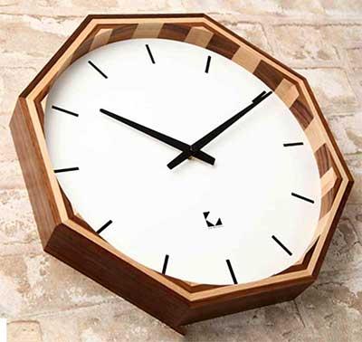 電波時計 オクタゴンウッドクロックナチュラル ダークブラウンウォールナット×ビーチ八角形掛け時計 ウォールクロック時間のズレを自動で修正 電波補正機能付きセイコー製スイープムーブメント仕様8角形の木を楽しむ珍しいデザインクロック