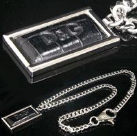 DOLCE&GABBANA D&G ペンダントネックレスブラック型押しロゴレザー×スクエアシルバーステンレスプレート喜平チェーンアクセサリーPENDANT NECKLACEドルガバ ドルチェ&ガッバーナエンボスクロコ Jewelry DJ0564ディー&ジー メンズ レディース