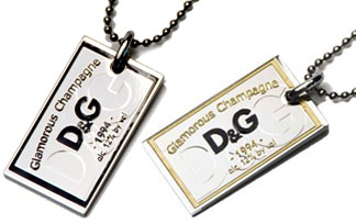 D&G Jewelryドルチェ&ガッバーナ ジュエリーペンダントネックレススクエアプレートアクセサリー プレゼントとしてDOLCE&GABBANA ドルガバブラック DJ1091ゴールデンイエロー DJ1094Jewels Ok CorralPENDANT NECKLACE