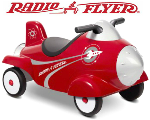 RADIO FLYERラジオフライヤー地面を蹴って進む乗用玩具キックカー 安定する4輪車レトロスタイル ロケット型乗用車ライドオン 先端部のグレーのノーズコーンがカチカチと回せて遊べますRide Ons Retro Rocket