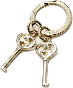 GUCCI グッチ ロゴ刻印キーリング鍵チャーム ライトゴールドインターロキングGハートチャームダブルGハートキー ツイストリングホルダーキーホルダーKEY RING HEART 8053 KEY CHARM