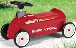 RADIO FLYER ラジオフライヤーすべり台とキックカーがセットになったモデルRide Ons 乗用玩具Fun and Safe Racingラジオフライヤーのライドオンに乗ったままで滑る滑り台4輪乗用レースカー キックカー台を裏返せば収納ボックスに!