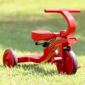 乗り心地を考えた乗用玩具サドルサスペンション付き木製三輪車レッド ダークブラウン ナチュラル ブラックウッデントライク 子供用3輪車ライドオン 乗り物 乗用玩具木製で暖かみのあるおもちゃお部屋でのご使用にも床に傷がつきにくい