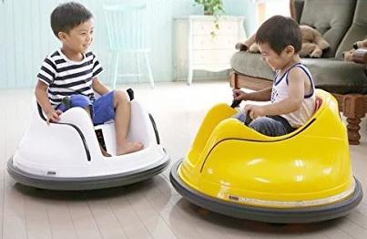 UFOみたいな形でスっと進む安心安全シートベルト付きおしゃべりスワイプムービー簡単にレバー操作で前後左右ターン&スピンが楽しめる電動乗用カー イエロー レッド ホワイトお家でも楽しめる乗り物 電動乗用玩具