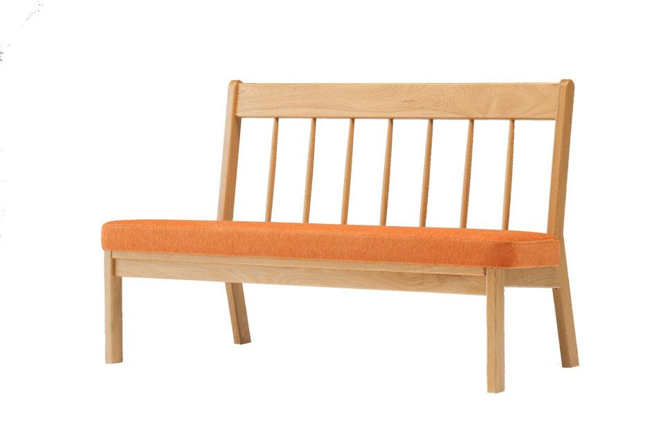 【KAMOKUオリジナル・北海道家具 パレットシリーズ 高級スポークソファ 2P】 木の手触りが気持ちいい、ゆったり座れる二人掛け高級ソファベンチ 優しい色合いのクッションが心地良い空間を演出します♪