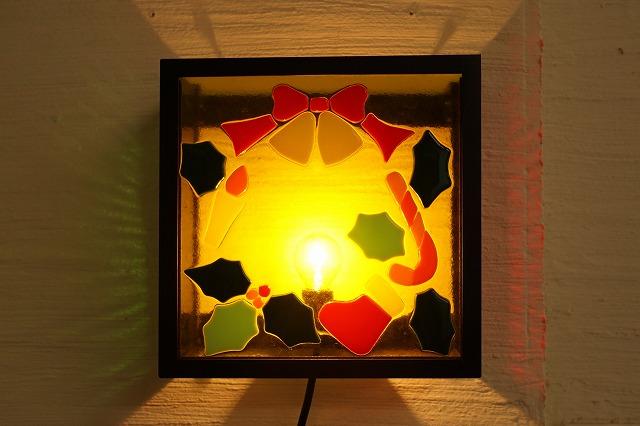 ブラケットシカク クリスマスリース【ステンドグラス】【フュージングガラス】【インテリア】【照明】【ブラケット】【リフォーム】