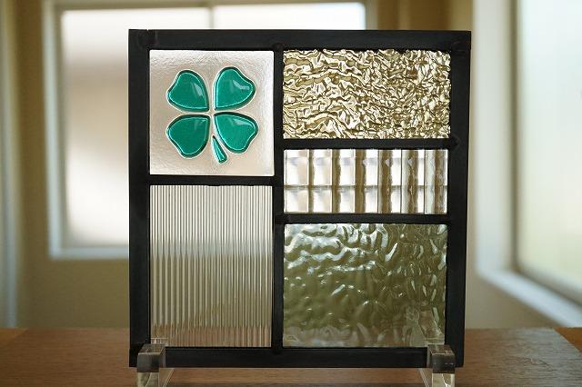 ステンドグラス 五つのガラスフュージングクローバー グリーン 18cm×18cm