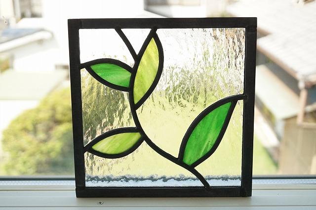 ステンドグラス 葉っぱ2 グリーン×きみどり 左 18cm×18cm
