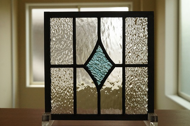 ステンドグラス ダイヤと格子 水色 背景クリア2種 18cm×18cm