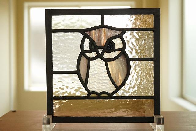 ステンドグラス ふくろう4 背景 淡い色の組み合わせ 18cm×18cm