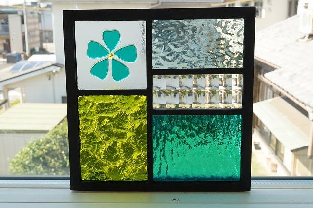 ステンドグラス 五つのガラスフュージング桜グリーン18cm×18cm
