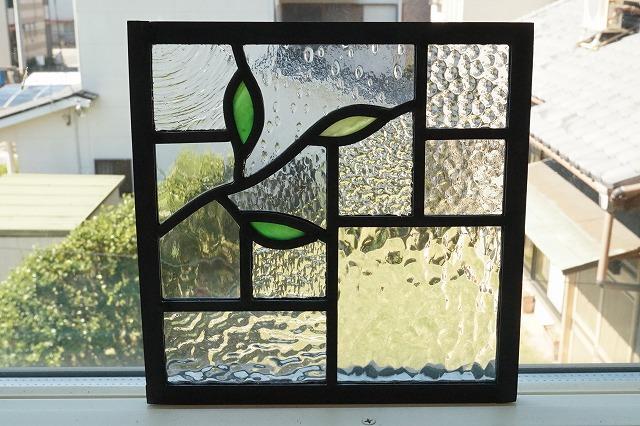 ステンドグラス 小さなはっぱ2 左 グリーン×きみどり 18cm×18cm
